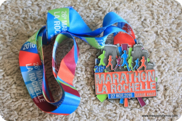 medaille-marathon-de-la-rochelle-blog-the-sporty-family-requia